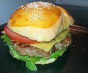 Klasyczny cheesburger wołowy