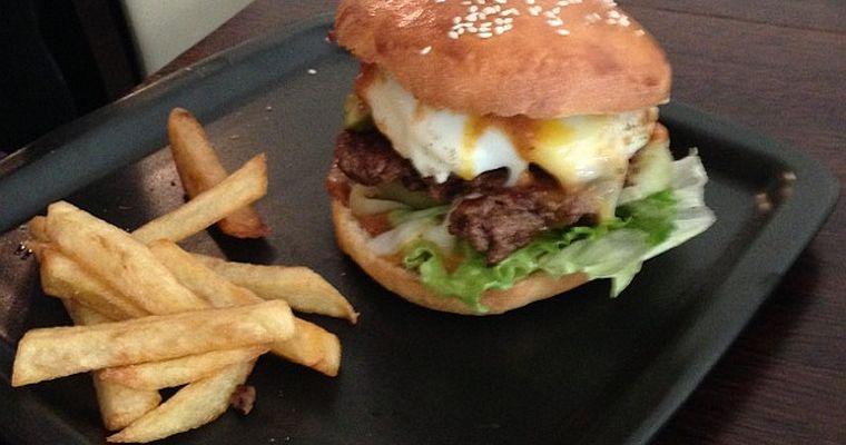 Eggburger (czyli hamburger z jajkiem) mega ostry