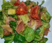 Sałatka z sosem ze słodkiej musztardy