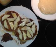 Placuszki bananowe z gruszkami i miodem