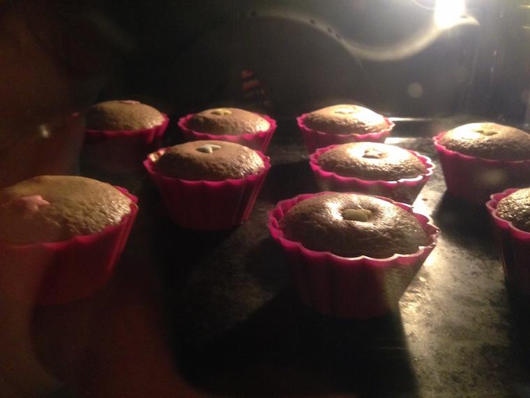 muffinki-wyrastajace-w-piekarniku