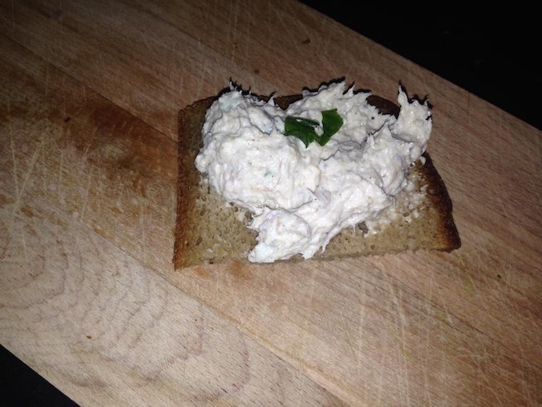 kanapka-z-pasta-z-makreli