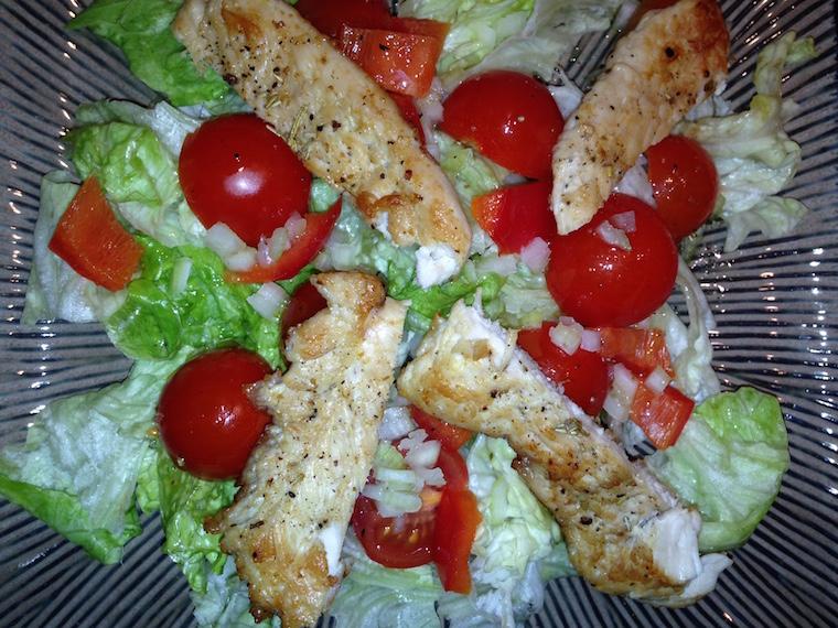 prosta-salatka-z-kurczakiem