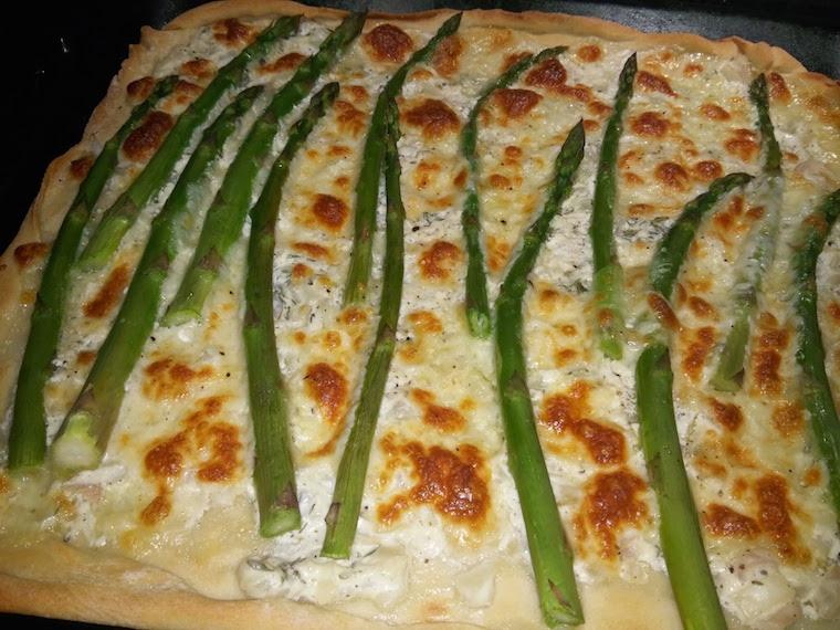 pizza-z-bialym-sosem-i-szparagami
