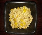 Ryż po chińsku z żółtą papryką i jajkiem