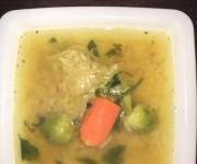 Wegańska zupa z czerwoną soczewicą
