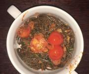 Spaghetti z sosem pomidorowym i pomidorkami koktajlowymi