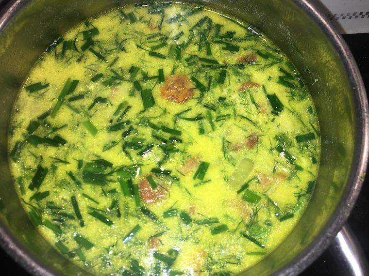 zupa-z-kurek-ze-szczypiorkiem-i-koperkiem