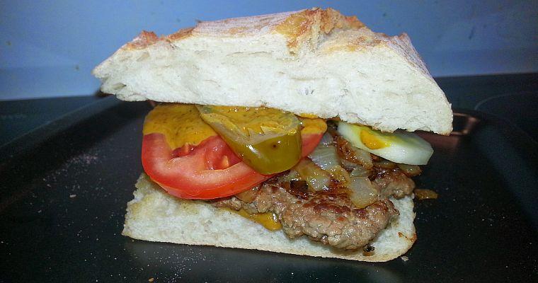 Hamburger wołowy ostro słodki