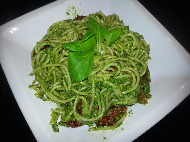 spaghetti_z_pesto_zielonym