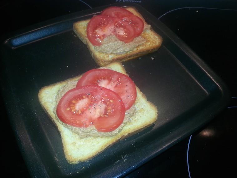 hummus_z_suszonymi_pomidorami_podanie