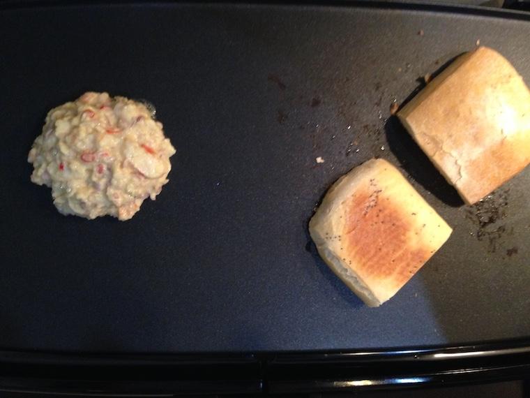 bulka-i-burger-na-grillu-krewetkowy