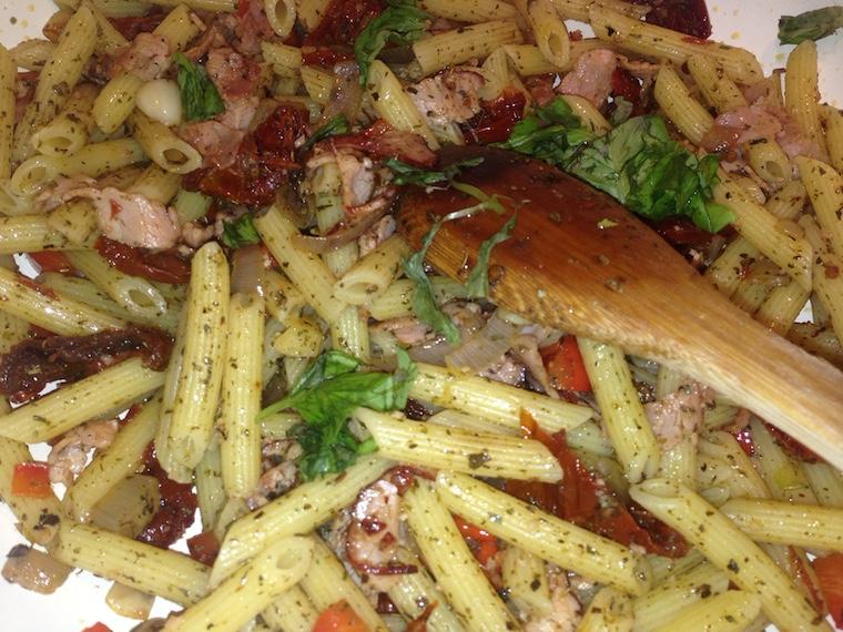 makaron-z-szynka-i-pomidorami-suszonymi