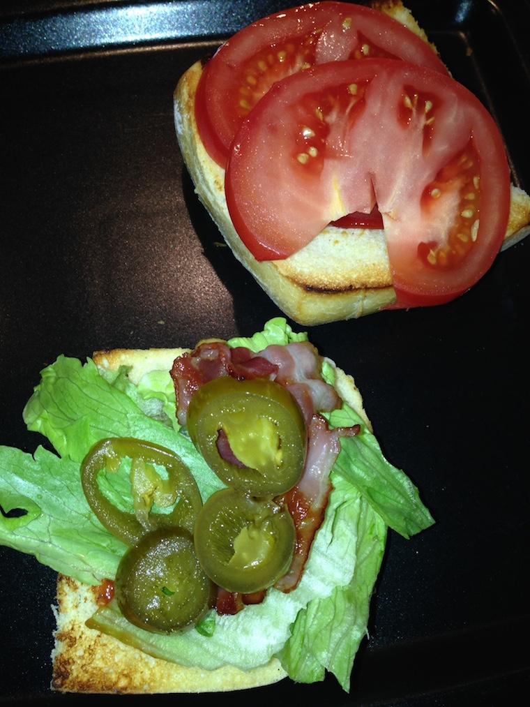 przygotowanie-burgera-krewetkowego