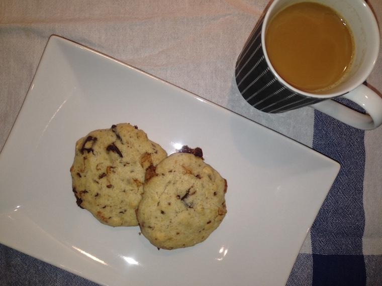 kruche-ciastka-z-czekolada-i-migdalami