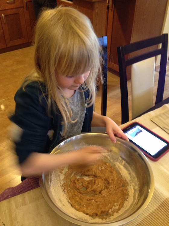 Nina-robi-ciasto-marchewkowe