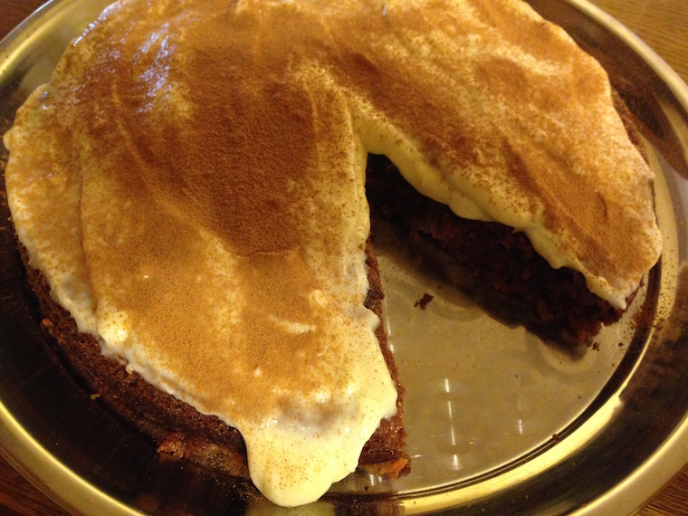 ciasto-marchewkowe-z-kremem-i-ananasem