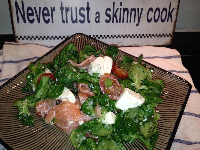 salatka-z-wedzonym-lososiem