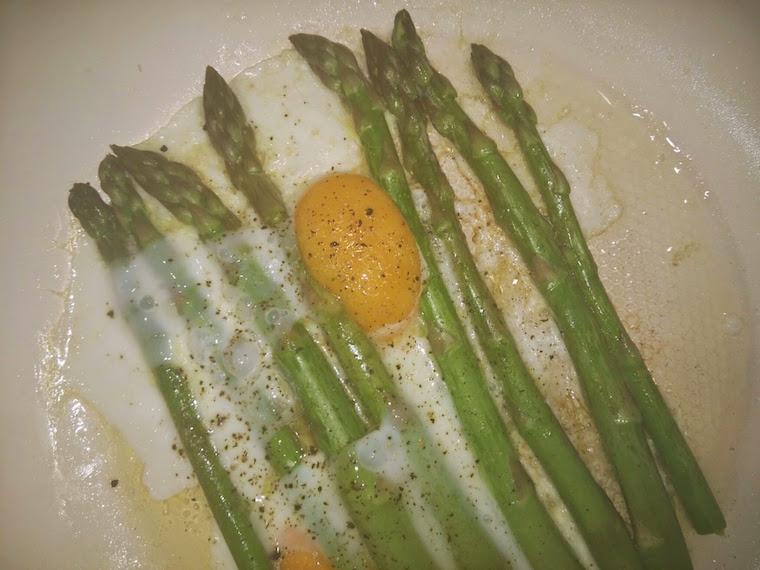 szparagi-z-jajkiem-sadzonym