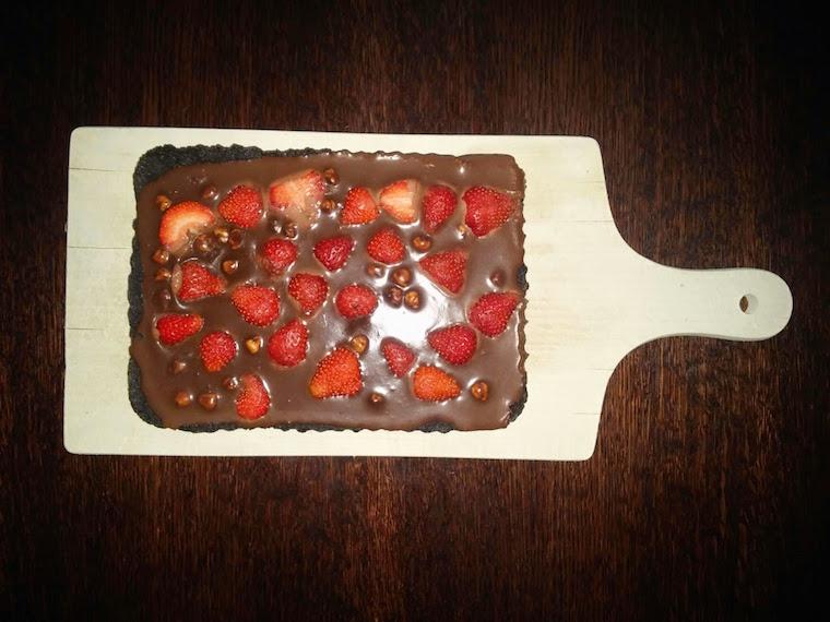 tarta-czekoladowa-z-truskawkami
