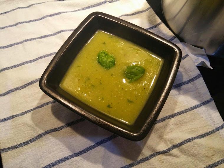 zupa-krem-z-cukinii-z-bazylia