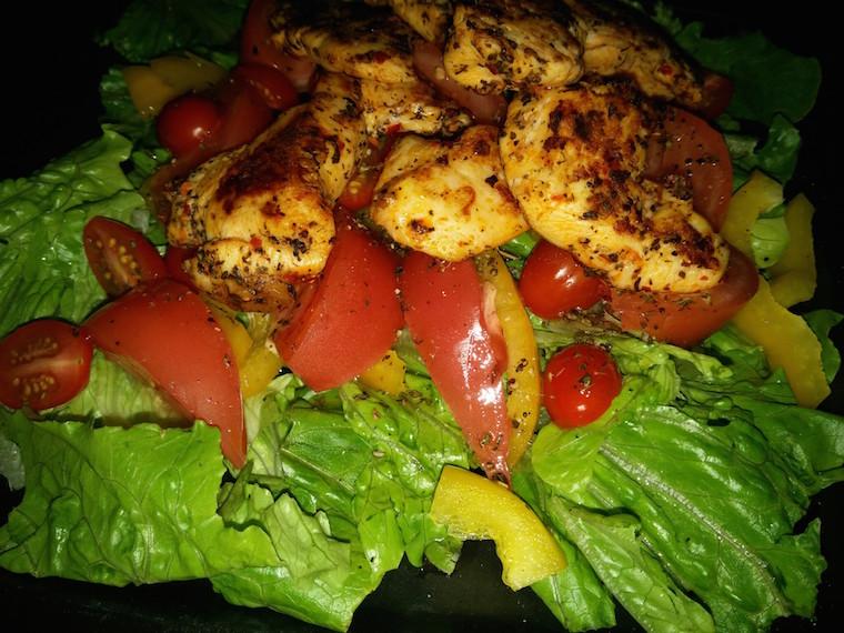 kurczak-z-grilla-i-salata