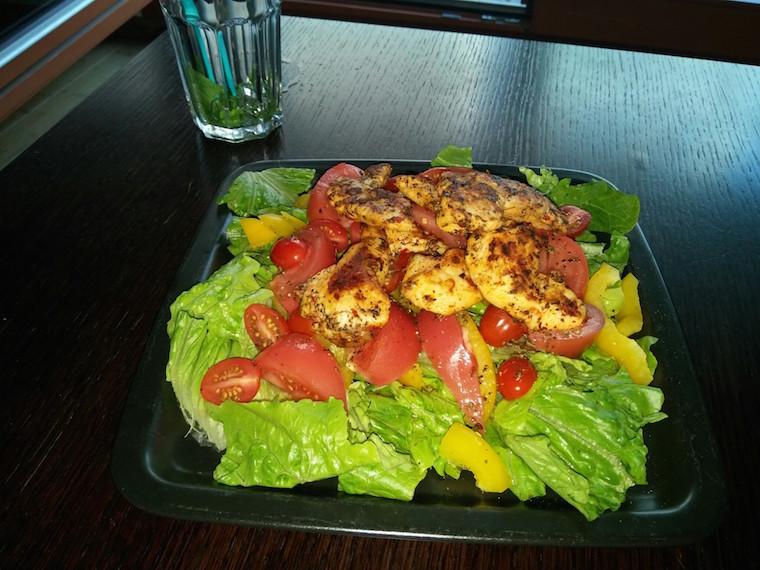 salata-rzymska-kurczak-z-grilla