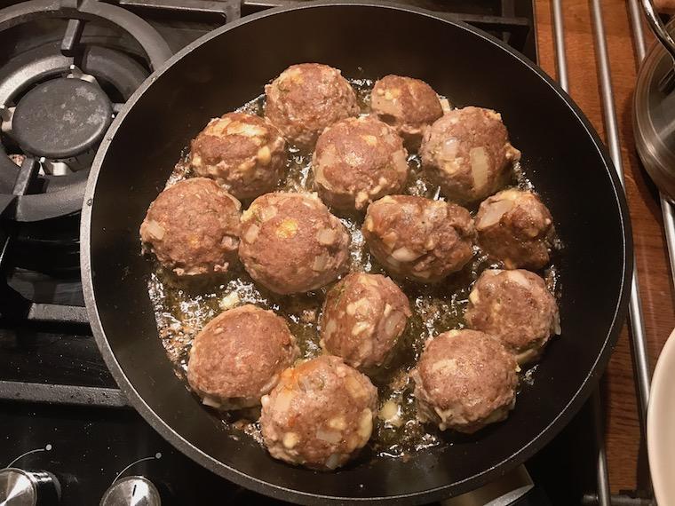 pulpety-wolowe-ramsay-w-sosie-pomidorowym